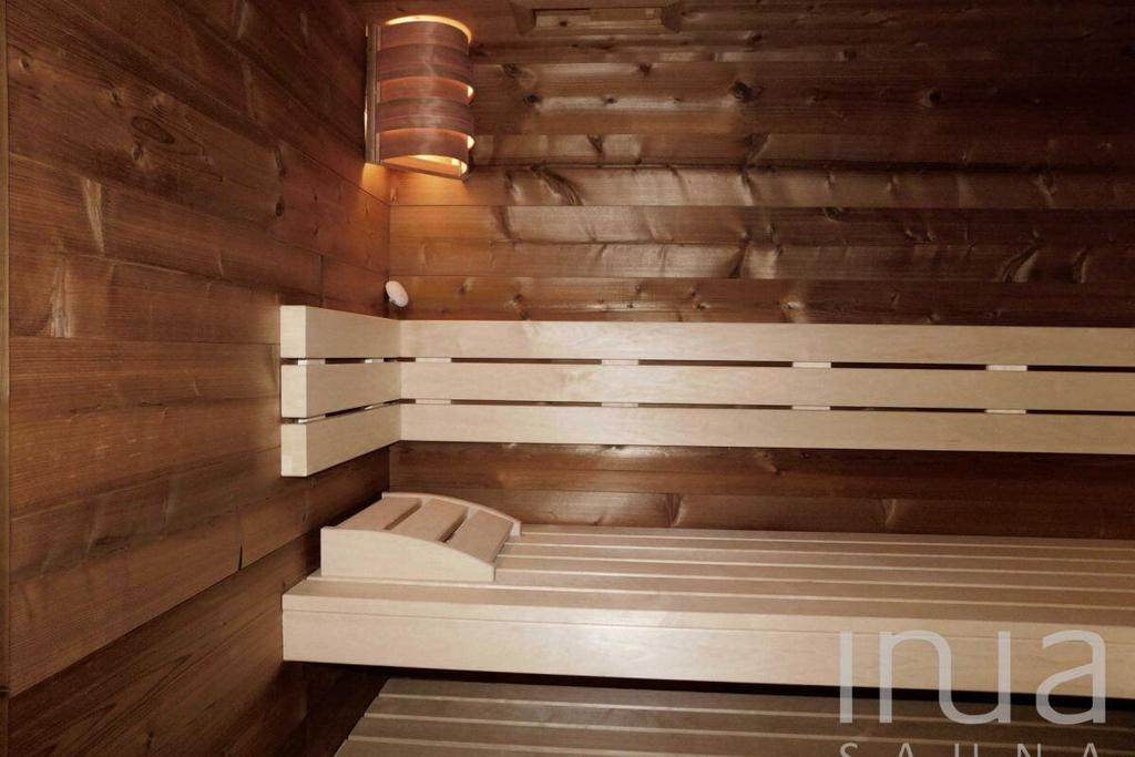 Beltéri finn szauna 4 cm vastag thermowood tiroli fenyőből. | Inua Szauna Kft.