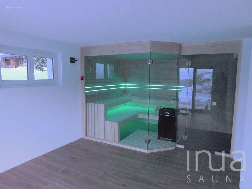 Beltéri szauna tömörfából RGB világítással, zuhanyzóval. Wellness az otthonában, beltéri finn szauna közvetlenül a gyártótól. | Inua Szauna Kft.