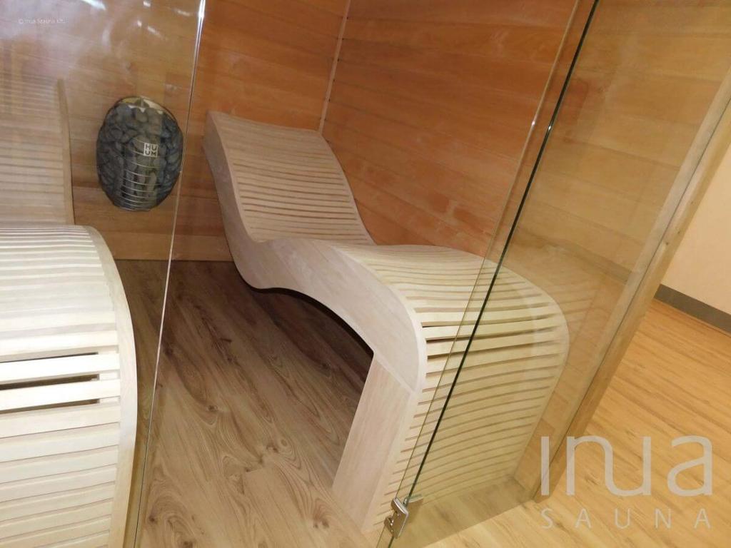 Inua Nanna beltéri finn szauna egyedi relaxációs ággyal. | Inua Szauna Kft.