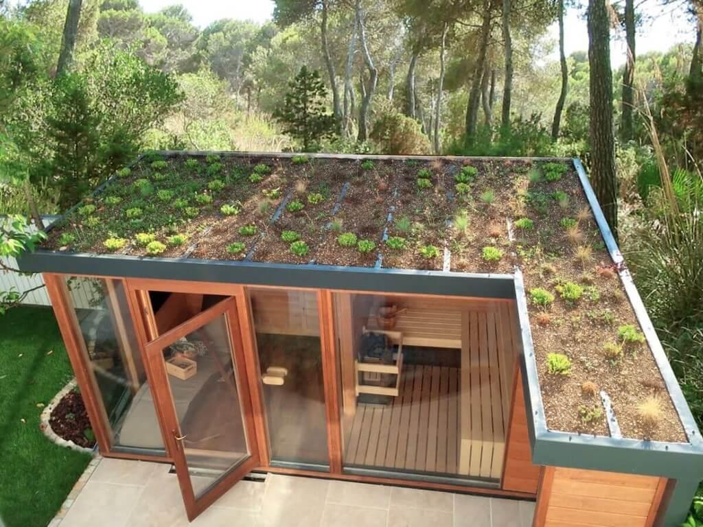 Kültéri szaunaház zöld tetővel és zuhanyzóval | Inua Szauna Kft.